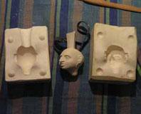 процесс создания детали куклы из фарфора